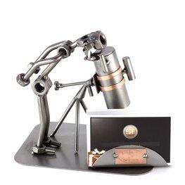 Astronoom met reflector en visitekaarthouder