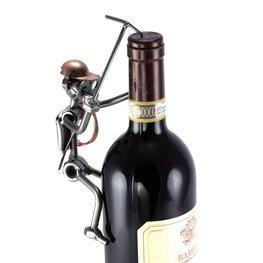 Bergbeklimmer beklimt wijnfles