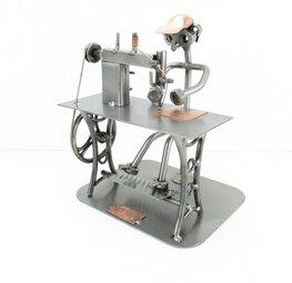 Kleermaker met naaimachine