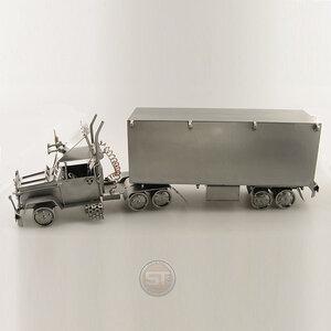 Vrachtwagen met oplegger beeldje