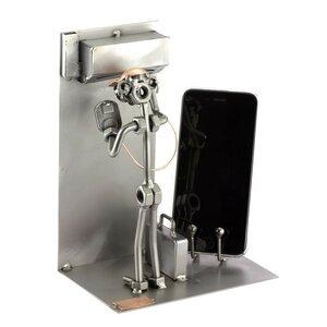 Airco installateur met telefoonhouder